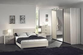 chambre à coucher complète des chambres adultes complètes comprenant un lit et ses chevets une