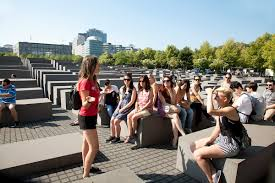 tour guide training free tour of berlin sandemans new berlin tours
