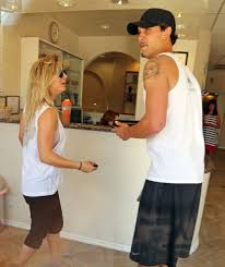 kaley cuoco at a nail salon in la celebzz celebzz