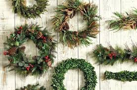 Live Greenery Christmas Decorations by How To Keep Your Holiday Greenery Fresh How To Decorate