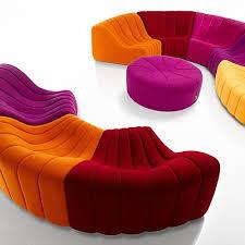 canape de couleur le chromatique de steiner quand le canapé en voit de toutes les