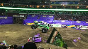 grave digger 30th anniversary monster truck 2016 season monster jam grave digger freestyle youtube