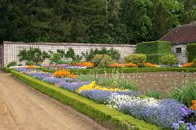 chateau de villandry a gardener in france