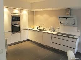 cuisine avec carrelage gris photos cuisine blanc et gris brillant couleur cuisine avec carrelage
