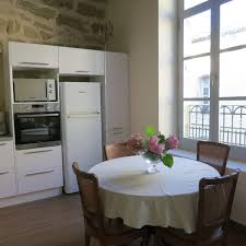 cuisine de caractere pezenas centre historique appart caractere 2 chambres et sejour