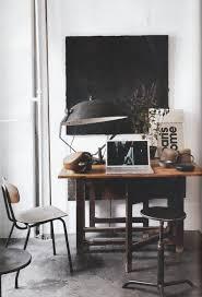 petit bureau noir un petit bureau industriel en noir et blanc industrial office