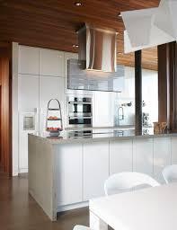 comptoir de cuisine blanc armoires de cuisine modernes en acrylux blanc situées à l intérieur