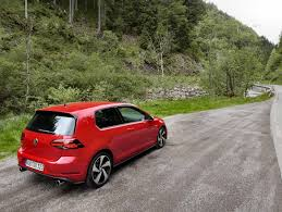 golf volkswagen gti 2018 volkswagen gti vs golf r which hatch should you buy