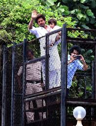 see pics shah rukh khan abram greet fans outside mannat on eid