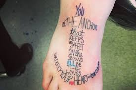 17 modern twists on anchor tattoo designs