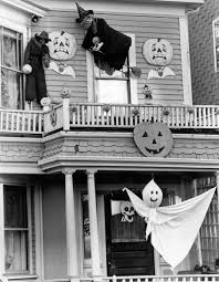 Decorated Houses For Halloween by 20 Best Vintage Halloween Decorations Retro Halloween Decor