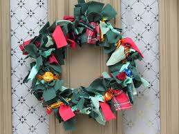 Homemade Christmas Wreaths by Make A Homemade Christmas Wreath Buttonbag