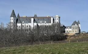owner chateau pensmore in ozarks alleges mansion was ruined