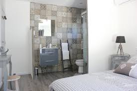 salle d eau dans chambre chambre cathy avec terrasse de 27m2 et sa salle d eau en open