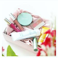 Satu Set Alat Make Up Wardah 17 merek kosmetik makeup indonesia yang jadi pilihan favorit