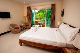 room amazing hotel room with 3 beds home design image lovely at