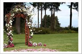wedding arches how to make i want to make an arch like this for the ceremony and i