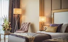 chambre d hotel originale pourquoi il faut réserver sa chambre d hôtel le dimanche le parisien