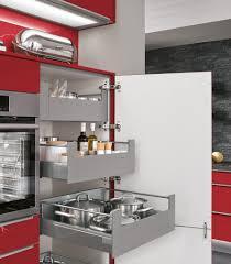 aufbewahrungsschrank küche gemütliche innenarchitektur küche rot vorhnge wohnzimmer