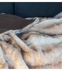 plaids fausse fourrure pour canapé comment relooker canapé jeté de canapé customiser un vieux canapé