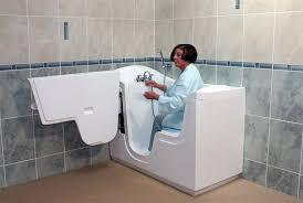 siege baignoire pour handicapé baignoire pour personne handicapee beautiful siege baignoire