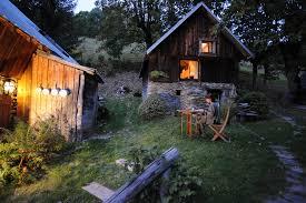 chambre d hotes montagne insolite dormir dans un mazot en pleine montagne alti mag