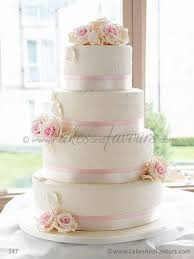 wedding cake roses wedding cake mariage ivoire floral chic cereza marriage