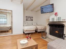 fireplace room or amsterdam room best location 1642169