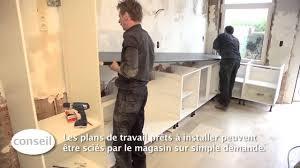 comment faire un plan de travail pour cuisine installer une cuisine et un plan de travail vidéo bricolage