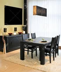 Esszimmer Schrank Moderne Esszimmer Mit Schwarzer Tisch Und Schrank Lizenzfreie