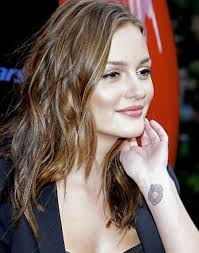 one dot tattoo on celebrity penelope cruz wrist