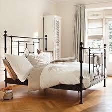 Bettbank Schlafzimmer Schlafzimmer Mit Metallbett 28 Images Skandinavisch Inspiriert