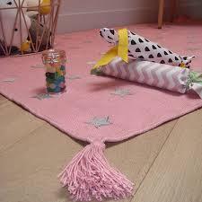 tapis pour chambre de fille inspiration déco chambre d enfants bien choisir tapis