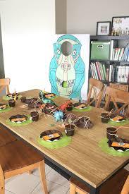 decoration table anniversaire 80 ans fête d u0027anniversaire dinosaures dinoversaire 4 ans de yanis
