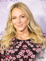 jewel comes to hmm in the