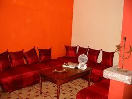 Banquette Marocaine Moderne by Zellige Beldi Une Colonne Dans Un Salon Moderne