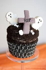 diy 10 ways to use marshmallows to make halloween cupcake toppers