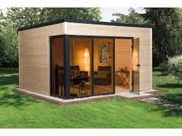 bureau de jardin bois bureau de jardin en bois avec mur de verre pour un design moderne