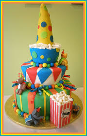 circus theme birthday cake and cupcakes cakes for kids