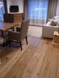 Scenic Plus Laminate Flooring Il Nostro Parquet Prefinito A 3 Strati Plancia Unica Rovere