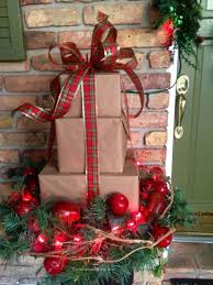 Christmas Decorations For Outside Front Door by 143 Best Outdoor Christmas Decorations Images On Pinterest