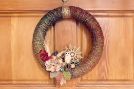 How To Do Minimalist Interior Design Diy Wreath Fall Yarn Wreath Tutorial Babble Dabble Do