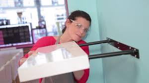 tag re poser sur bureau comment poser une tag re fixation invisible miroir