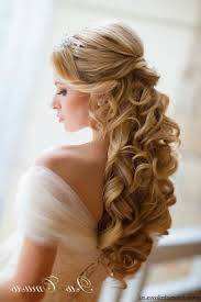 Simple But Elegant Hairstyles For Long Hair by Best 25 Veil Hair Down Ideas On Pinterest Fitted Wedding