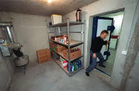 chambre forte que stocker dans sa panic room preparez vous