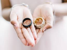 What Finger Does The Wedding Ring Go On by Jika Anda Dan Pasangan Anda Menginginkan Model Cincin Pernikahan