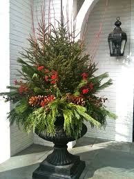 Christmas Decorations For Outdoor Containers by Best 25 Christmas Urns Ideas On Pinterest Outdoor Christmas