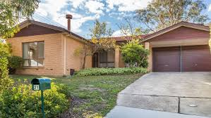 auction watch long weekend doesn t cool demand for kambah house
