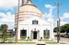 magnolia fixer upper magnolia market hit with lawsuit over visitor s alleged head injury