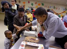 does a photo actually show barack obama serving meals to hurricane